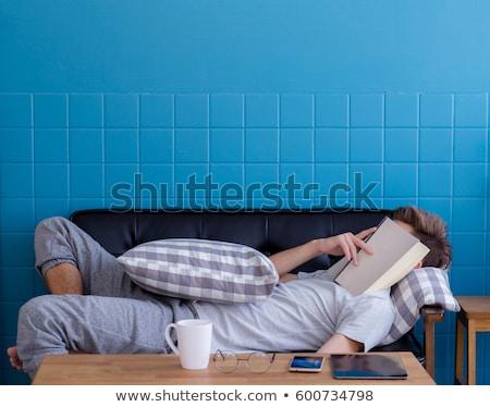 homem · adormecido · sofá · moço · casa · laptop - foto stock © is2