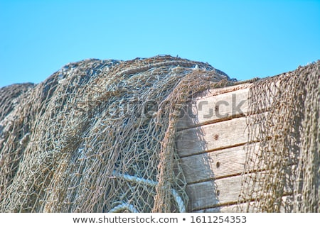 Opuszczony zardzewiałe starych posiedzenia łodzi Zdjęcia stock © lovleah