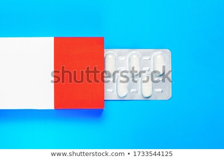 Csomag kék piros kapszulák orvosi kezelés Stock fotó © robuart