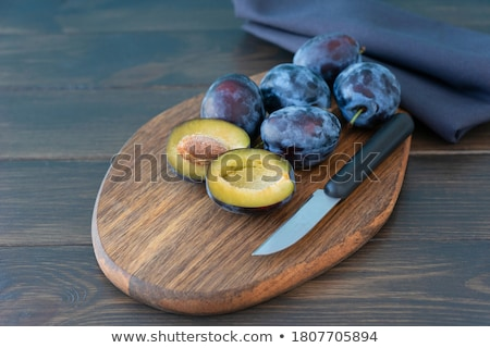 Bois planche à découper pourpre violette serviette drap Photo stock © Illia