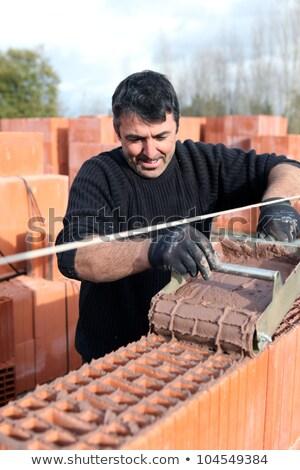 Maurer vorsichtig Gießen Zement Bau Arbeit Stock foto © photography33