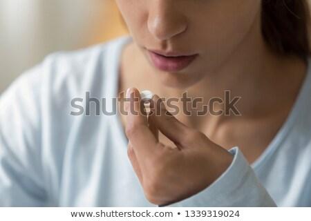 médico · pílula · boca · mulher · mão · mulheres - foto stock © wavebreak_media