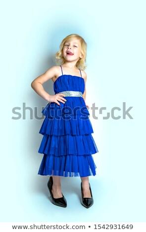 f215335faf2229 Retro fashionista vrouw permanente studio Stockfoto © dash