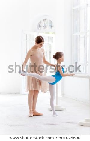 nő · tanít · nyújtás · kislány · ballerina · balett - stock fotó © master1305