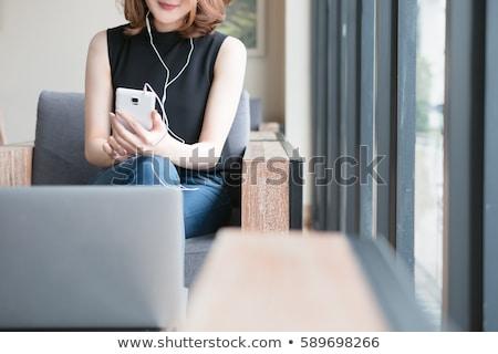Aantrekkelijk jonge vrouw luisteren naar muziek stereo hoofdtelefoon grond Stockfoto © dash
