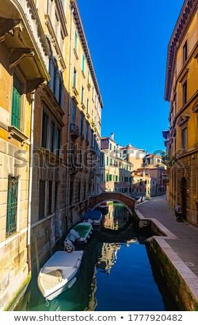 Estreito canal Veneza estacionamento barcos Itália Foto stock © meinzahn