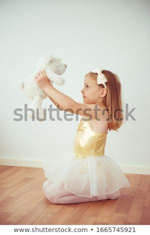 Сток-фото: балет · танцоры · , · держась · за · руки · студию · подготовки · танцовщицы