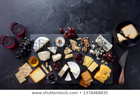 bord · fromages · blanche · raisins · vin · noir - photo stock © Lana_M
