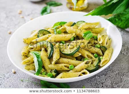 Courgette pasta groene erwten veganistisch schotel Stockfoto © furmanphoto