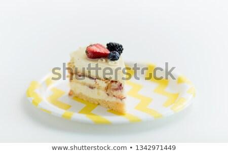 Kawałek Berry warstwa ciasto jednorazowy tablicy Zdjęcia stock © dolgachov
