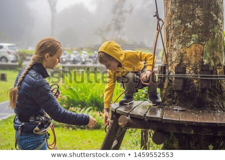Moeder zoon touw park actief ontspanning Stockfoto © galitskaya