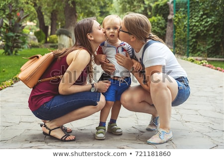 Młodych lesbijek rodziców gry dzieci dziewczyna Zdjęcia stock © artisticco