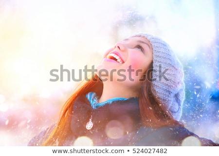 Foto stock: Ovem · com · roupas · de · inverno · e · resfriada