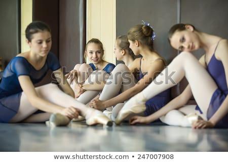 bella · donna · ballerino · riposo · piano · piccolo - foto d'archivio © deandrobot
