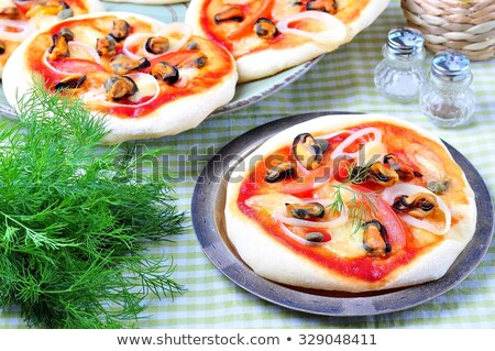Mini pizza tempo servido ovo frito escuro Foto stock © badmanproduction