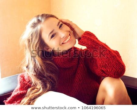jeunes · joli · réel · femme · rouge · chandail - photo stock © iordani