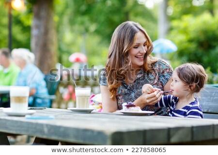 família · café · ao · ar · livre · bonding · jovem - foto stock © vilevi