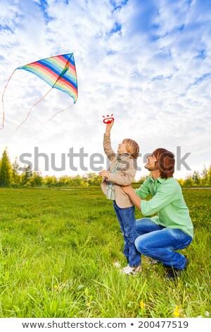 Foto stock: Pai · assistindo · filho · voador · pipa · pássaro