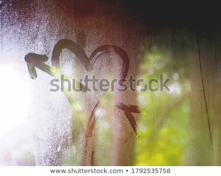 Hart pijl trekken regenachtig venster waterdruppels Stockfoto © romvo