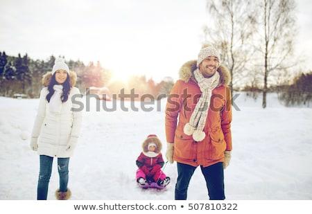 Apa hordoz gyermek szánkó anya lánygyermek Stock fotó © robuart