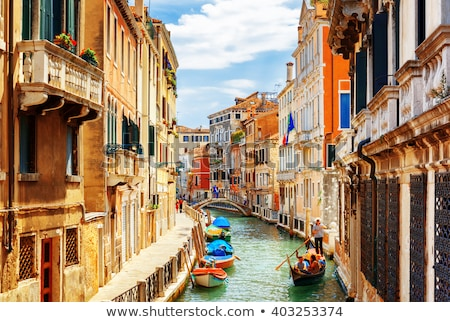 Keskeny utca Velence öreg tégla házak Stock fotó © vapi