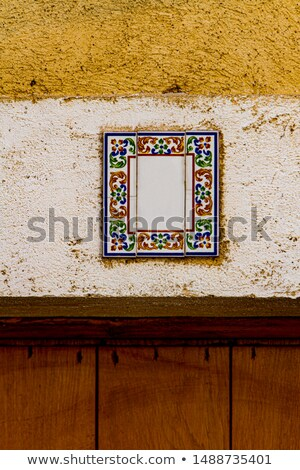 Decorativo calle número placa fachada antigua casa Foto stock © boggy