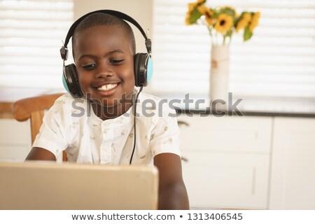 Afro-amerikaanse jongen spelen spel Stockfoto © wavebreak_media