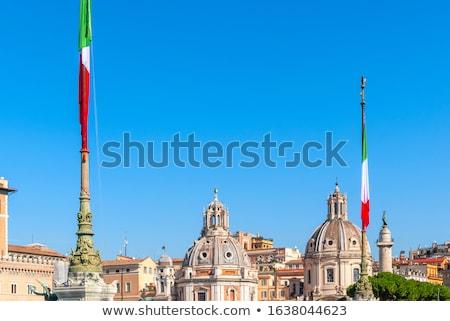 Italiaanse vlag centraal naaf Rome Italië gebouw Stockfoto © Zhukow