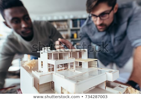 Trabalhador indicação escala modelo habitação edifício Foto stock © photography33