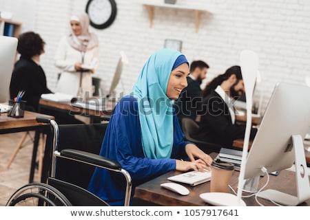 Mulher jovem inválido trabalhar computador escritório garrafa Foto stock © photography33