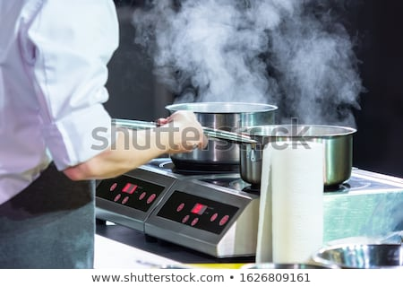 Szakács merőkanál serpenyő kép fiatal étterem Stock fotó © velkol