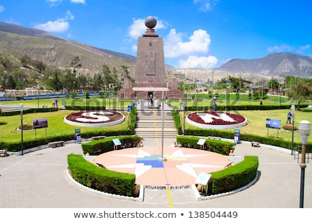 Centrum świat Ekwador niebo świecie krzyż Zdjęcia stock © pxhidalgo