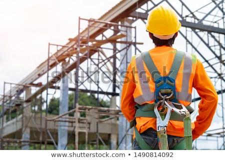 Munkás állványzat összetett régi ház épület háttér Stock fotó © ifeelstock