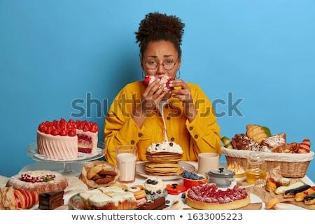 comer · retrato · entediado · mulher · olhando · câmera - foto stock © pressmaster