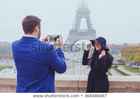 Férfi elvesz fotó Eiffel-torony szín építészet Stock fotó © IS2