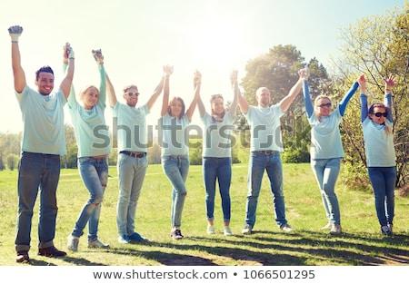 feliz · voluntario · grupo · mujeres · hombres · adolescente - foto stock © dolgachov