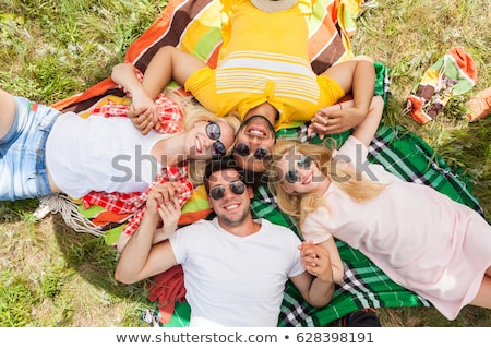 mosolyog · tinilányok · piknik · pokróc · nyár · divat · szabadidő - stock fotó © dolgachov