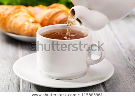 taza · té · frescos · croissant · mesa · de · madera · desayuno - foto stock © boggy