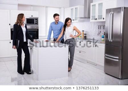 Agent immobilier réfrigérateur maison couple professionnels Photo stock © AndreyPopov