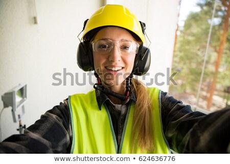 Foto stock: Feminino · três · de · um · tipo · sorrir · edifício · mulheres