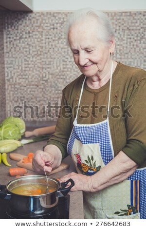 Oude dame keuken salade vrouw voedsel hout Stockfoto © photography33