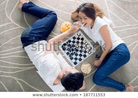 Echtpaar spelen schaken samen glimlach koffie Stockfoto © photography33