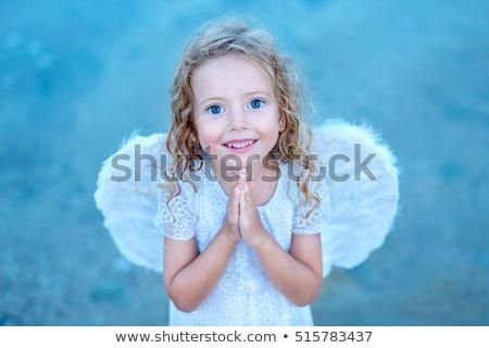 pequeno · anjo · menina · oração · piso - foto stock © ilona75