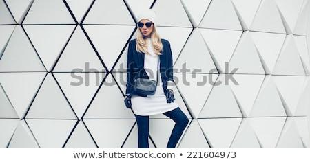 portret · permanente · vrouw · jeans · zwarte - stockfoto © lithian