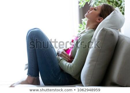 mulher · sofrimento · estômago · dor · sofá · mulher · jovem - foto stock © andreypopov