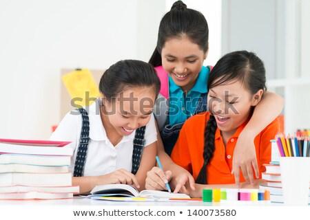étudier · ensemble · groupe · souriant · collège · élèves - photo stock © stokkete