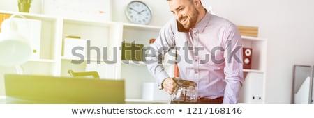 Genç ofis ayakta tablo telefon Stok fotoğraf © Traimak