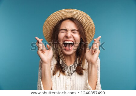 Gritando mulher bonita posando isolado azul parede Foto stock © deandrobot