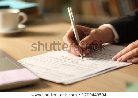 Zakenvrouw vulling contract vorm hand Stockfoto © AndreyPopov