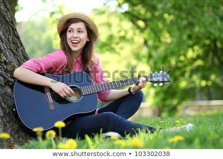 nő · szőke · haj · tart · gitár · visel · nagy - stock fotó © kyolshin